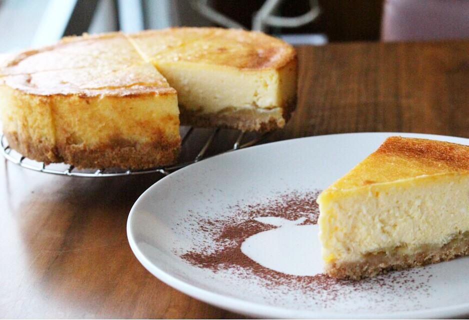 りんごのベイクドチーズケーキ