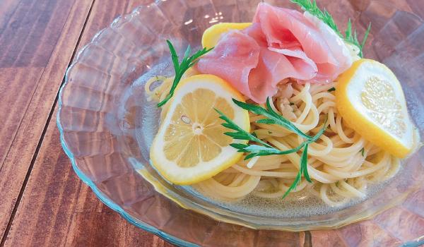 生ハムとレモンの冷たいペペロンチーノ